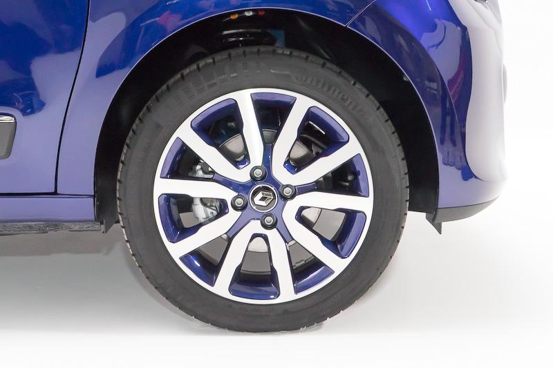 16インチアロイホイール「EMBLEME」・ブルーノクターン。タイヤサイズはフロント185/50 R16、リア205/45 R16