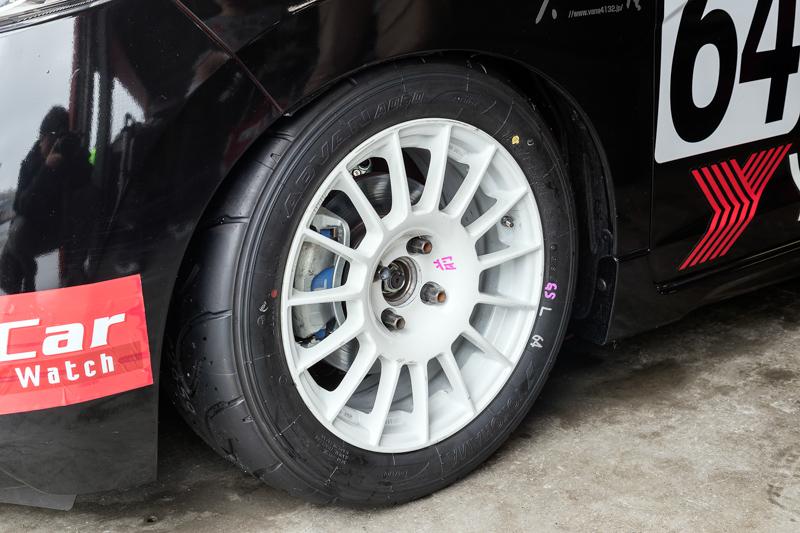 タイヤは横浜ゴムの「ADVAN A050」