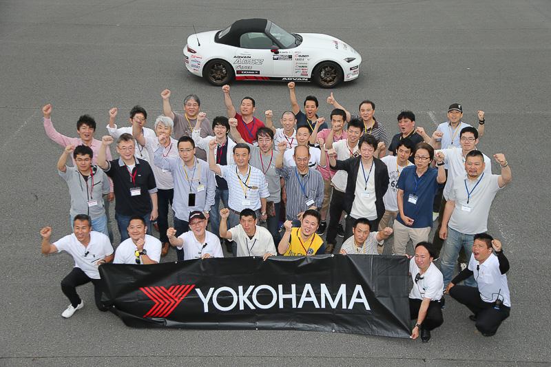 「YOKOHAMA & PROSPEC Summer Driving Park 2017」の参加者で記念撮影