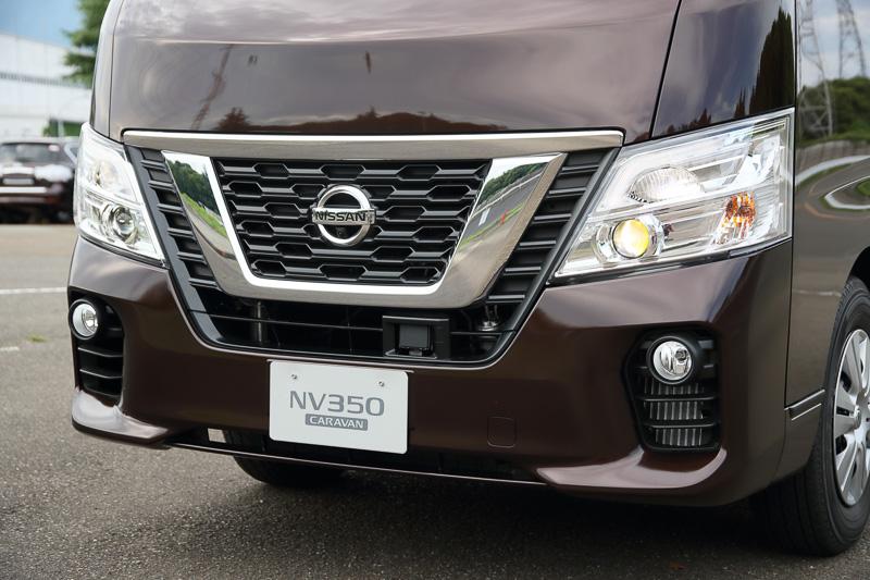 Vモーショングリルをさらに強調し、LEDヘッドライトを全車にオプション設定。