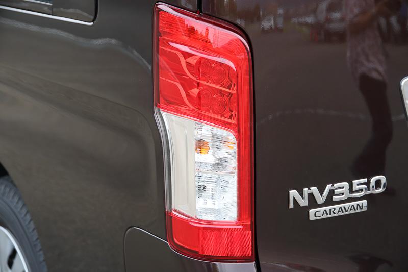 リアコンビネーションランプにはLEDのストップランプ、LED導光タイプのテールランプを採用した