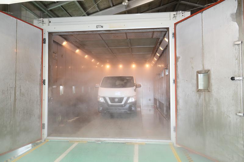 -40℃から90℃まで温度を調整できる環境試験室