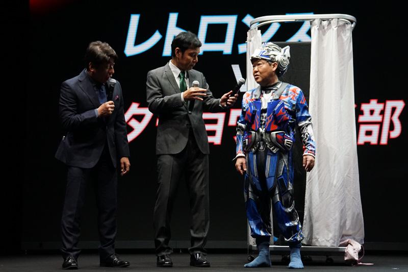 イベントでは約35秒で変形するレトロンスとダチョウ倶楽部の上島さんが生着替えでトランスフォーム対決を行なった。結果は上島さんに用意されたマスクが小さくあえなくトランスフォームは失敗