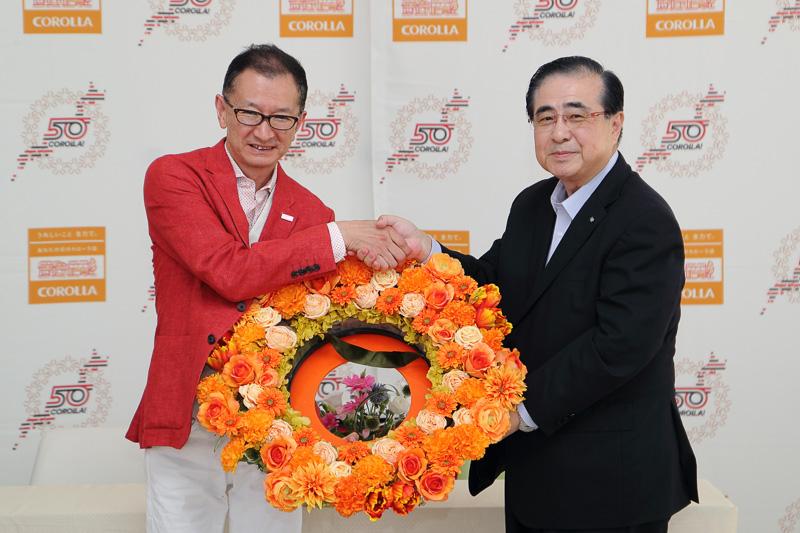 """黒澤氏に""""花冠バトン""""が引き継がれた"""