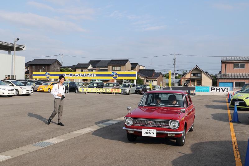 式典終盤には、レストアされた初代カローラの試乗や同乗走行が行なわれた