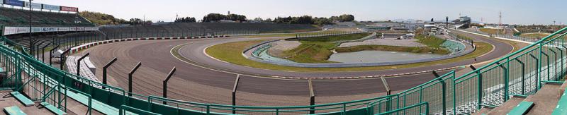 B2席の1コーナー側はストレートの奥の方まで見える。B2席は1コーナー側から混むので、早く行くと1コーナー側で見ることができる