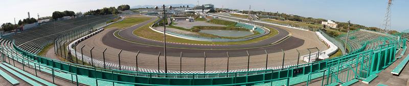 B2席の2コーナー側はストレートや見えないが、S字を見ることができて1コーナー側より空いている