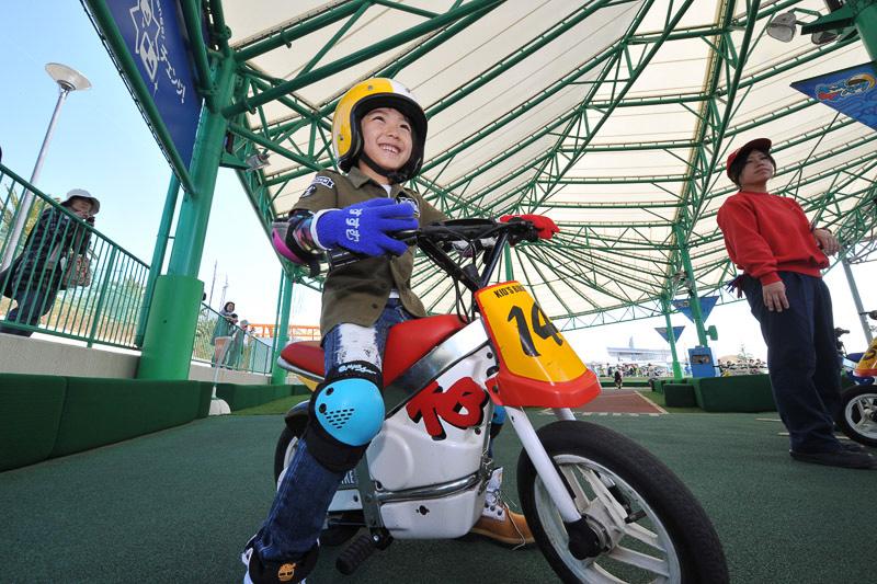 キッズバイクは3歳から小学生まで乗れるバイク