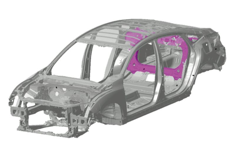 セダン(左)では「環状リアバルクヘッド」、ハッチバック(右)では「リアまわり環状骨格」を採用。環状リアバルクヘッドでは閉断面部材を環状配置して、高い剛性と広いトランクスルー開口部を両立。リアまわり環状骨格ではテールゲート取り付け部とリアダンパー取り付け部で環状骨格を形成し、開口部の大きなハッチバックボディながらセダン同等の剛性を実現している