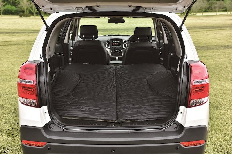 専用車中泊用ベッド(10cm厚の高密度ウレタンフォーム)