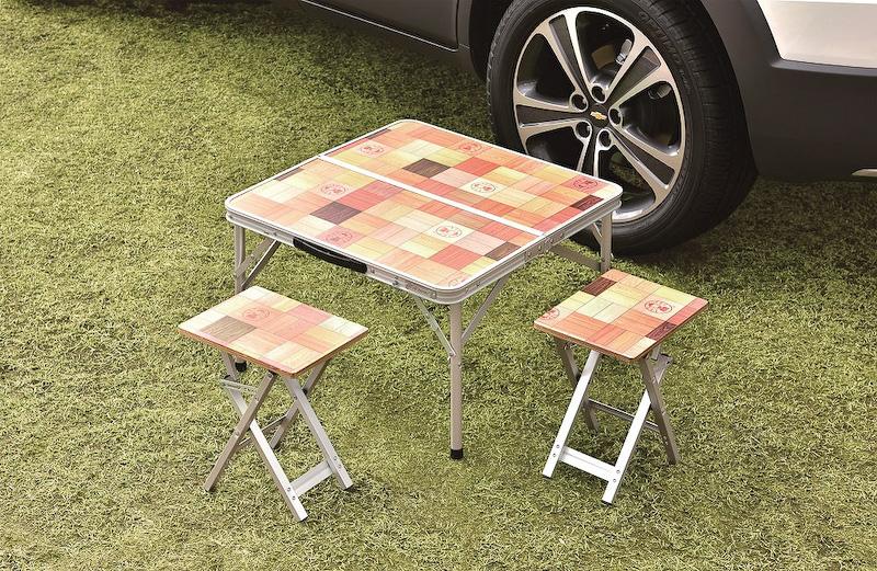 テーブル&椅子セット(折り畳み式のローテーブルとスツール2脚のセット)