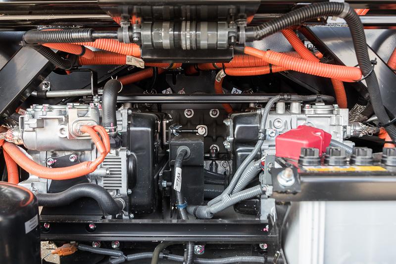 MIRAIに搭載されているモーターを2台搭載する