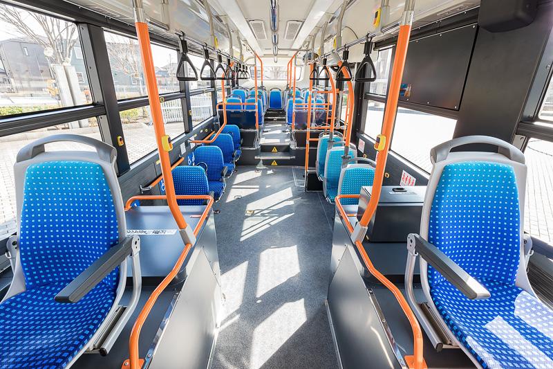 乗車定員は座席26+立席50+乗務員1の77名