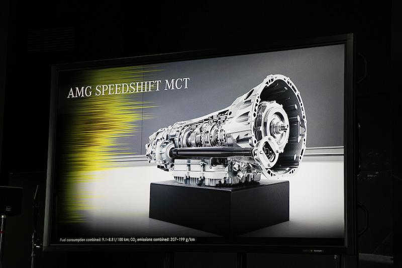 トランスミッションはトルクコンバーターの代わりに湿式多板クラッチを使用した電子制御9速スポーツトランスミッションの「AMGスピードシフトMCT」。シフトモードはコンフォートからスポーツ性重視のスポーツプラスまで4パターンから選択できる