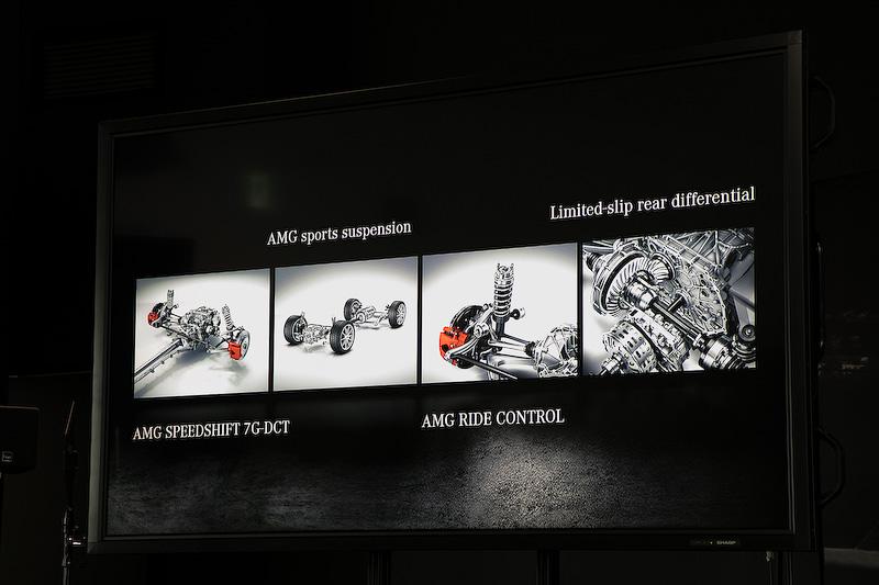 """トランスミッションはAMG スピードシフト 7G-DCT。AMG GT C ロードスターのサスペンションは電子制御ダンピングシステムの""""AIR RIDE CONTROLサスペンションで、LSDもAMGリミテッドスリップデフという電子制御式を標準装備。AMG GT ロードスターには機械式LSDが標準装備となる"""