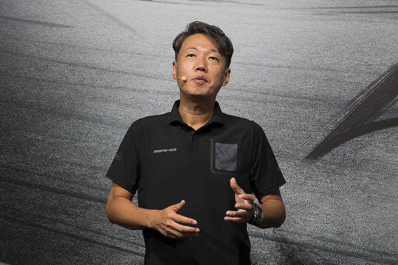 再び上野氏が登場して、AMG50周年を記念して発売された各モデルの価格を発表