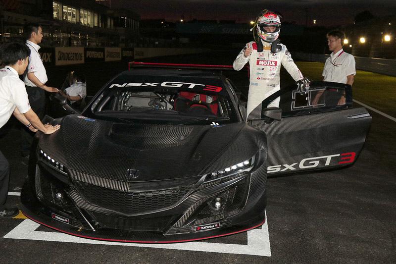 ジェンソン・バトン選手がNSX GT3マシンの国内初走行を披露
