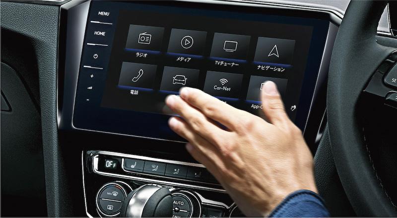 9.2インチの全面タッチスクリーンを採用する純正ナビゲーションシステム「Discover Pro」。手のひらを画面にかざし、左右に動かすことでも画面操作を行なえるジェスチャーコントロールも搭載