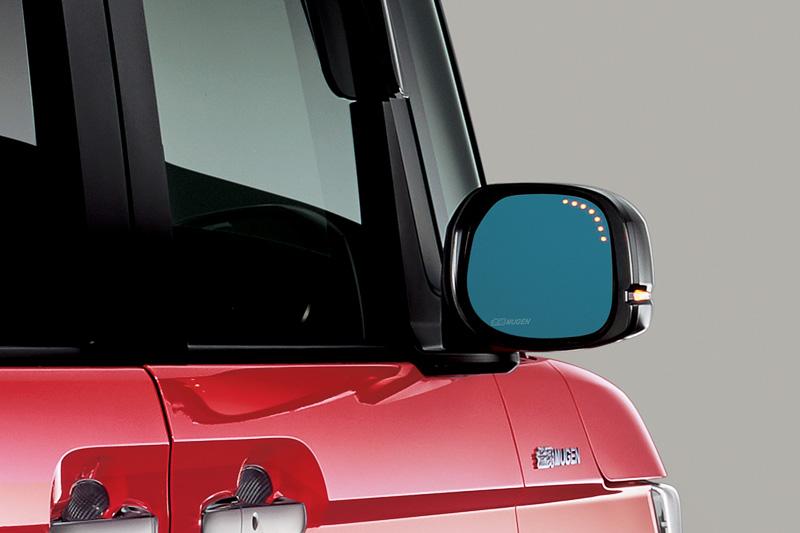 広角のブルーミラーを採用する「ハイドロフィリックLEDミラー」(2万2680円)は親水性で雨天時でも視界を確保できる