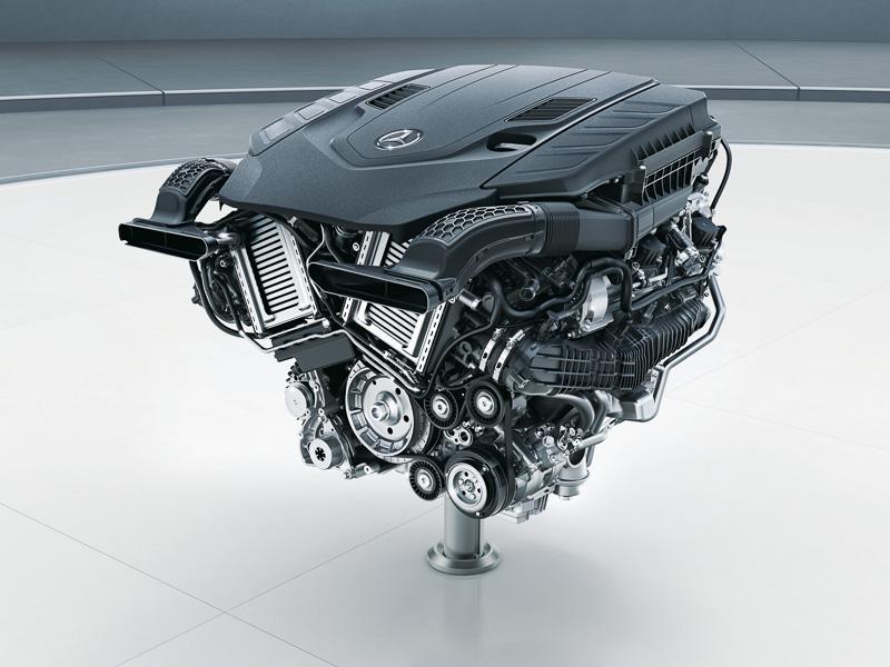 最高出力345kW/469PS、最大トルク700Nmを発生するV型8気筒 4.0リッター直噴ツインターボエンジン