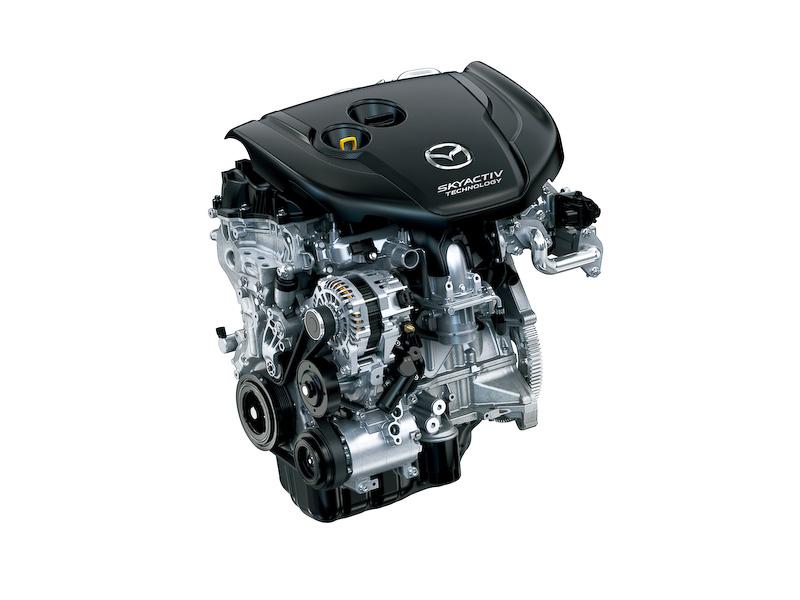 搭載する直列4気筒DOHC 2.2リッター直噴ディーゼルターボエンジンでは、今回新たに「急速多段燃焼」という燃焼コンセプトを取り入れ、新形状の「段付エッグシェイプピストン」や圧力センサーを内蔵するマルチホールピエゾインジェクターなどを採用