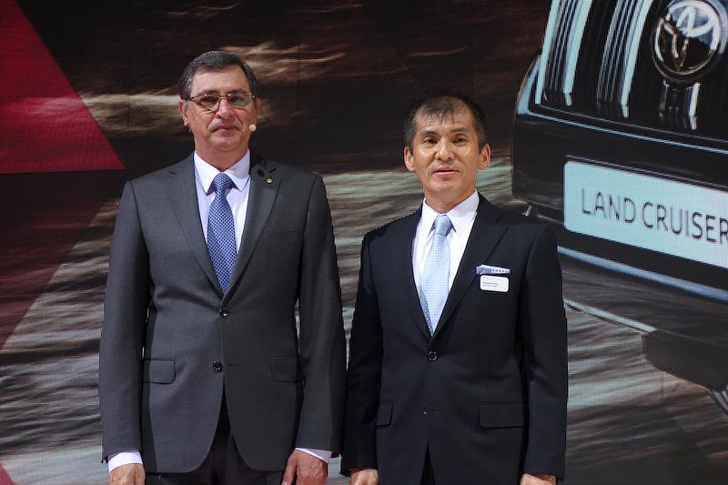 トヨタモーターヨーロッパの社長兼CEO ヨハン・ファン・ゼイル氏は、新型ランドクルーザーで衝突回避支援パッケージ「Toyota Safety Sense」を導入したことをアピール