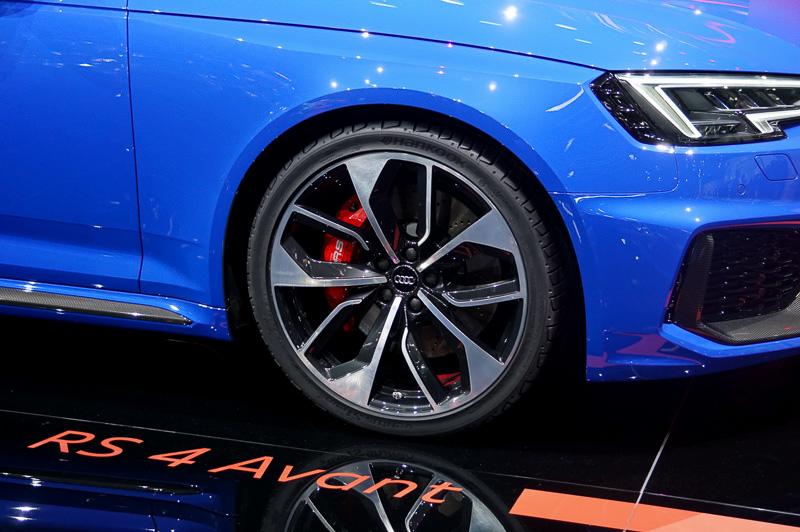 前後とも20インチアルミホイールを装着。タイヤはハンコック「ventus S1 evo 2」(275/30 R20)