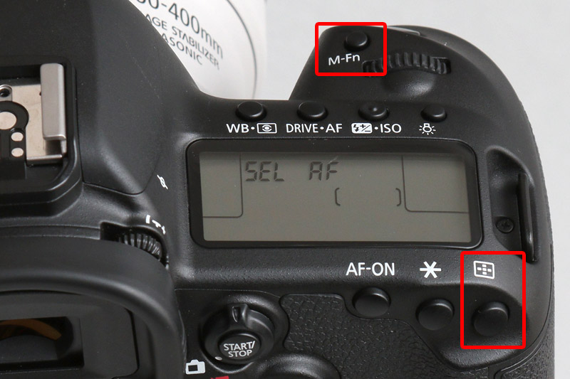 「AFフレーム選択ボタン」を押すとファインダー内でAFポイントが赤点滅するので、M-Fn(マルチファンクションボタン)を押して測距エリアを選択する