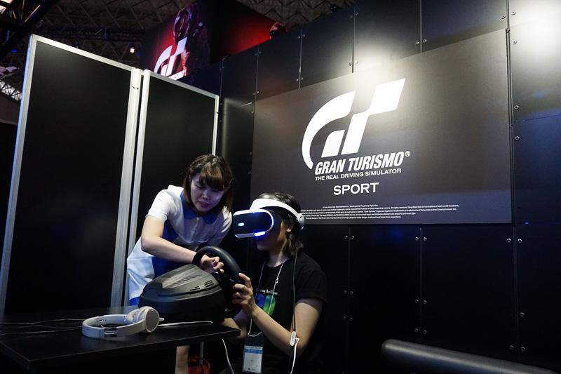 グランツーリスモSPORTのコーナー裏手にもVRモードの体験機が用意されていた