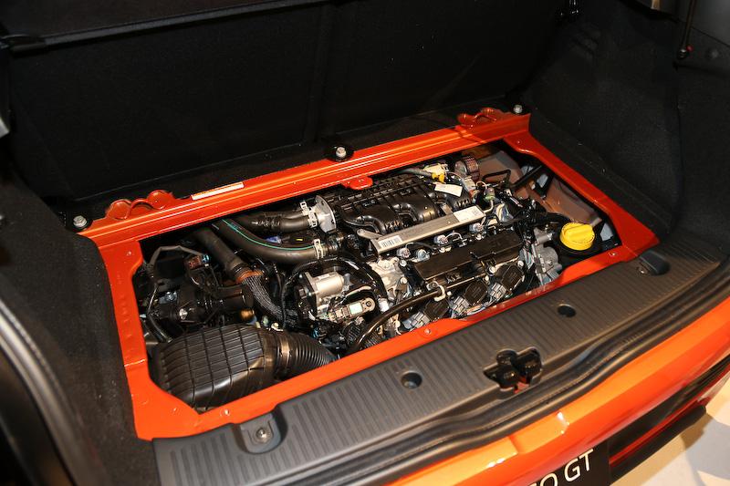 直列3気筒DOHC 0.9リッターターボエンジンの最高出力は109PS/5750rpm、最大トルクは170Nm/2000rpm