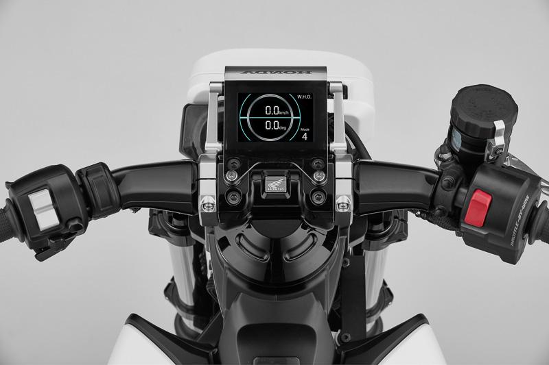 Honda Riding Assist-eのメーターパネル