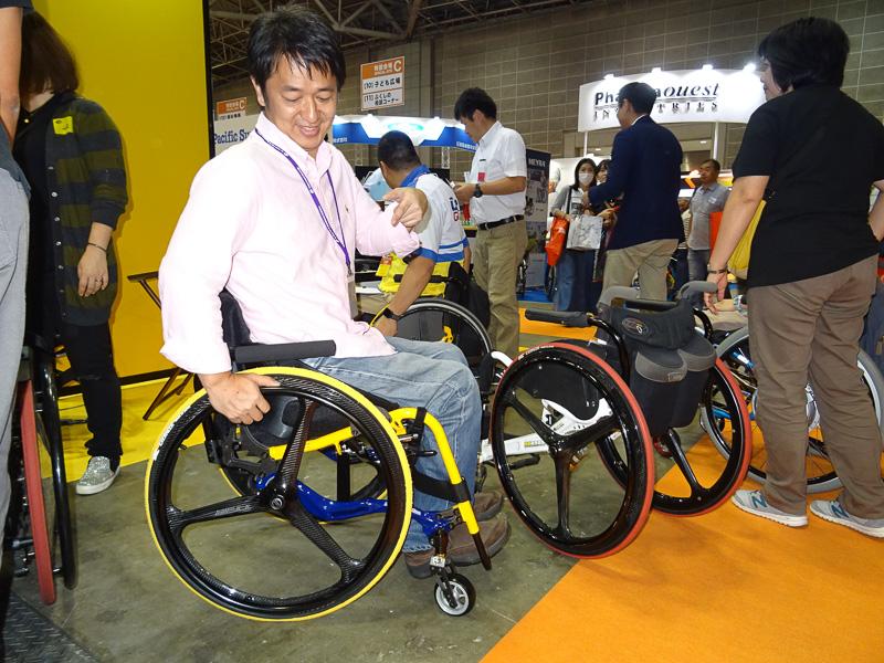 マルチマテリアル対応により、これまでの車椅子よりかなり軽くかつ剛性感も高く作れるという