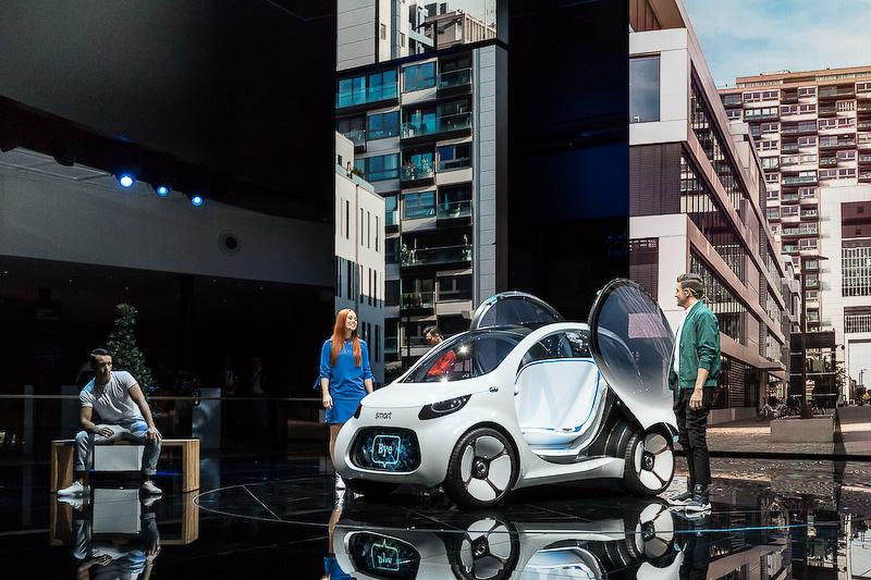 """未来のモビリティをイメージした<a href=""""http://car.watch.impress.co.jp/docs/event_repo/2017frankfurt/1080618.html"""">「スマート vision EQ フォーツー」</A>"""
