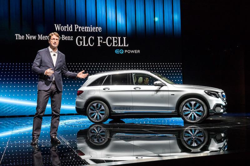 """水素を利用した燃料電池と蓄電池のハイブリッドのコンセプトモデル<a href=""""http://car.watch.impress.co.jp/docs/event_repo/2017frankfurt/1080618.html"""">「GLC F-CELL」</A>"""