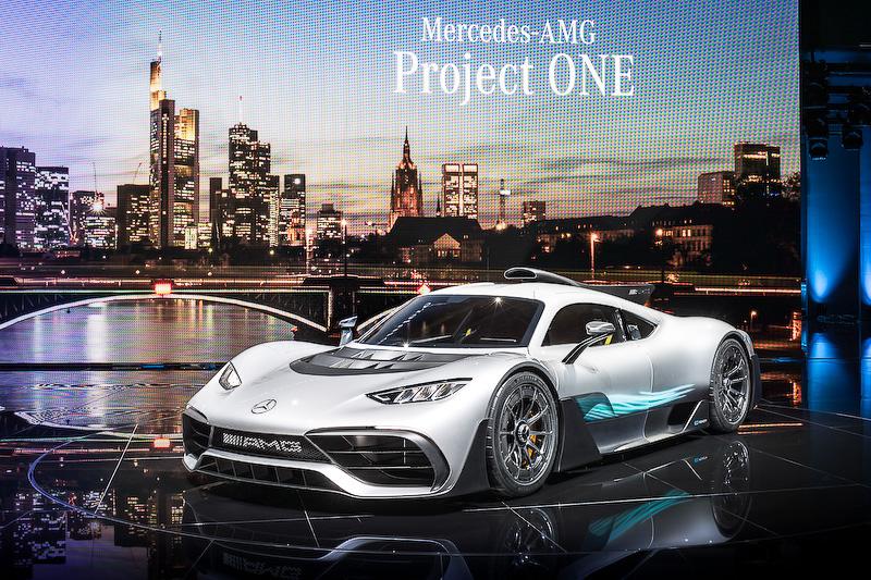 """フランクフルトモーターショーで世界初公開された、F1レースで使用するパワーユニットを搭載したコンセプトカー<a href=""""http://car.watch.impress.co.jp/docs/event_repo/2017frankfurt/1080700.html"""">「メルセデスAMG Project ONE」</A>"""