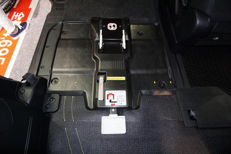 車両側に搭載される「ワンタッチ固定装置」