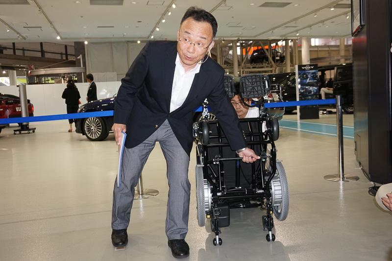 「ワンタッチ固定装置」にロックをするため車椅子側にバーを取り付ける
