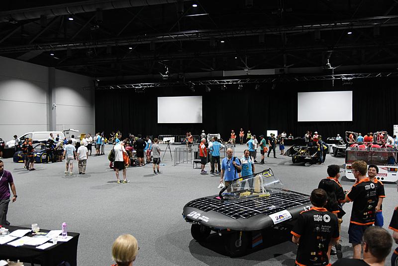 ダーウィンコンベンションセンターで進む、「2017 ブリヂストンワールドソーラーチャレンジ」の静的車検
