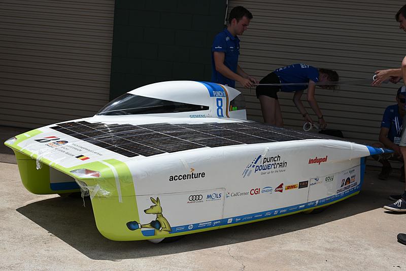予選1位は、8号車 Punch Powertrain Solar Team「Punch Two」