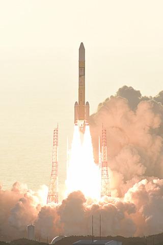 JAXAと三菱重工、準天頂衛星「みちびき4号機」をH-IIAロケット36号機で予定どおり打ち上げ 準天頂衛星「みちびき4号機」を搭載した「H-IIAロケット36号機」打ち上げシーン(写真提供:三菱重工/JAXA)