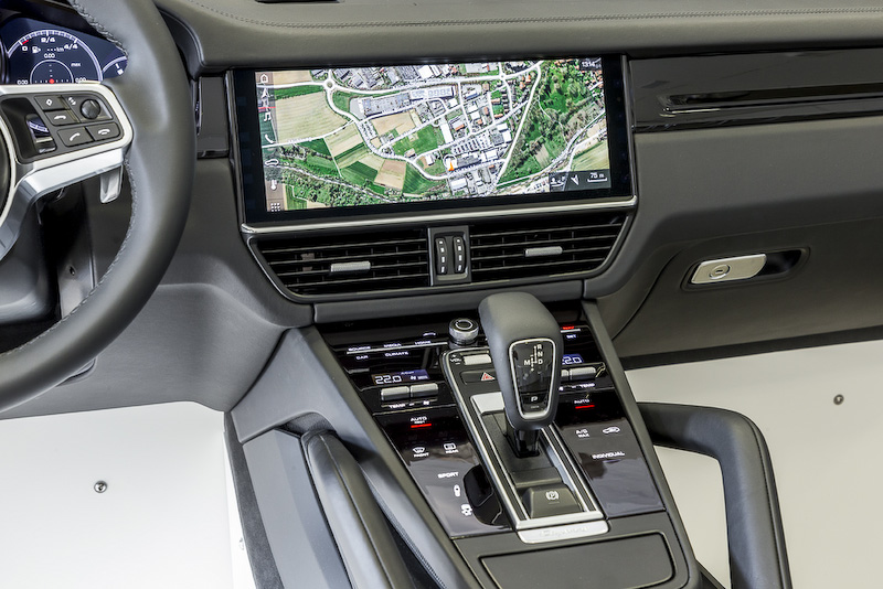 ドライバーアシストシステムやインフォテイメント、インターネットとのコネクティビティなどでも最新スペックのアイテムが投入される