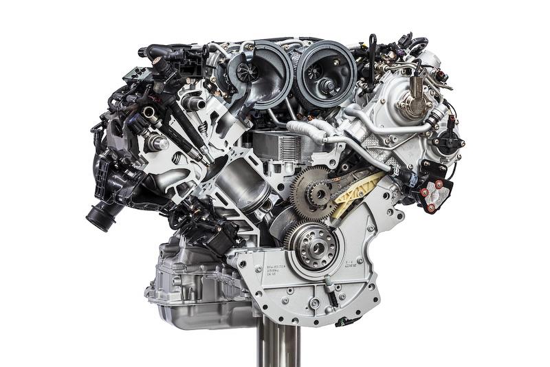 「S」に搭載されるV型2.9リッターターボエンジン