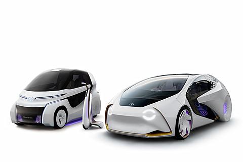 トヨタ、AI搭載のコンセプトカー「TOYOTA Concept-愛i」シリーズを東京モーターショー2017で公開 「Concept-愛i」シリーズ。左から小型モビリティ「Concept-愛i RIDE」、歩行領域モビリティ「Concept-愛i WALK」、4輪モデルの「Concept-愛i」