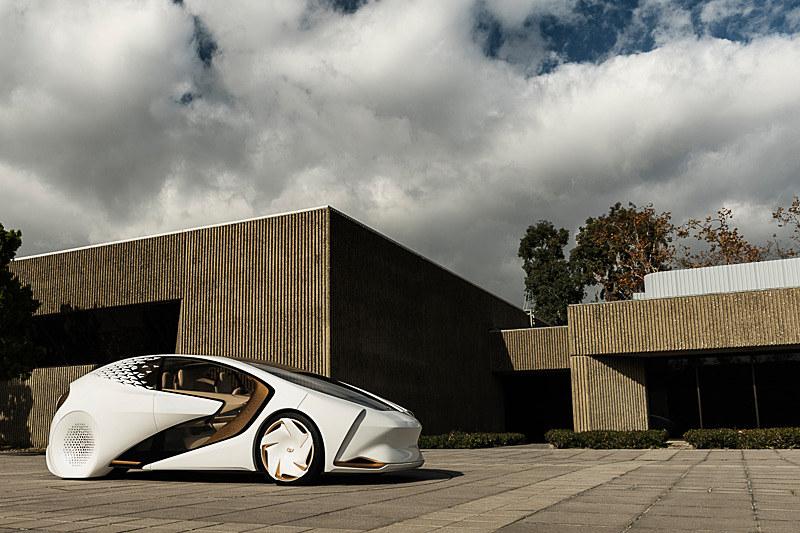 Concept-愛iのボディサイズは4510×1830×1475mm(全長×全幅×全高)、ホイールベースは2700mm。パワートレーンはEVで、EV航続距離は300km