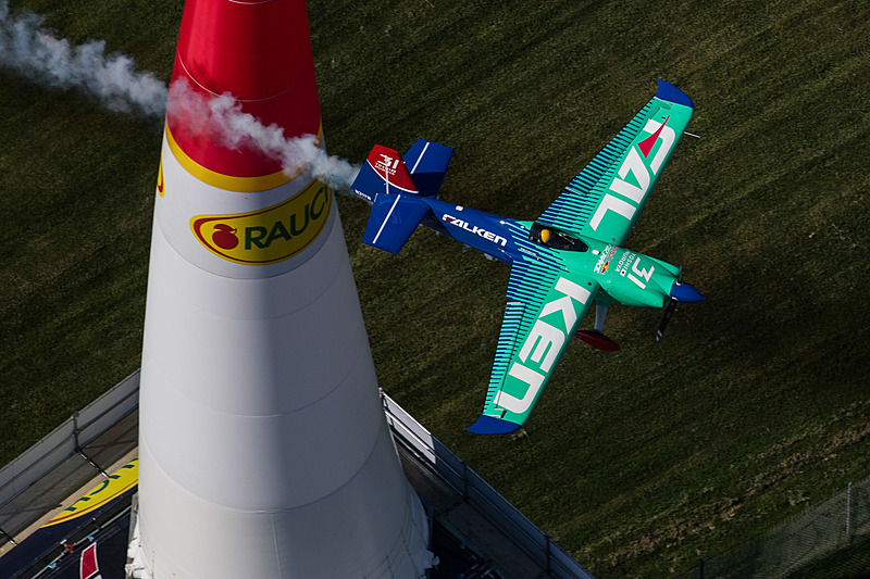 レッドブル・エアレース第8戦インディアナポリスを制した室屋選手(写真提供:Joerg Mitter / Red Bull Content Pool)
