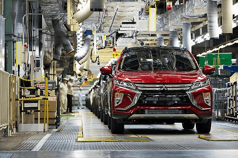 三菱自動車、2019年度に売上高30%増の2.5兆円を目指す新中期経営計画「DRIVE FOR GROWTH」 新型コンパクトSUV「エクリプス クロス」(欧州仕様)