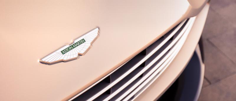 ブレーキシステムはフロント6ピストン、リア4ピストンキャリパーを採用するほか、タイヤはブリヂストン「S007」(フロント:255/40 ZR20、リア:295/35 ZR20)をチョイス