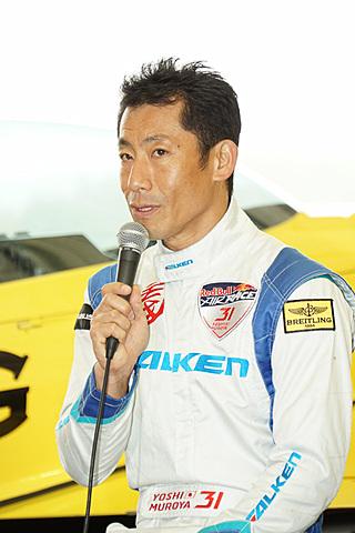 レッドブル エアレース 世界チャンピオンの室屋義秀選手、将来構想「ビジョン2025」で福島でのエアレース開催への思いを話す レッドブル・エアレースで世界チャンピオンを獲得した室屋義秀選手(No.31 チーム ファルケン)