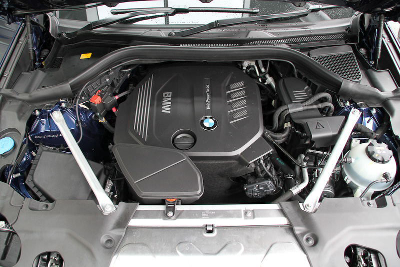 直列4気筒DOHC 2.0リッターディーゼルターボエンジンは最高出力140kW(190PS)/4000rpm、最大トルク400Nm/1750-2500rpmを発生。ディーゼルモデルのJC08モード燃費は17.0km/L