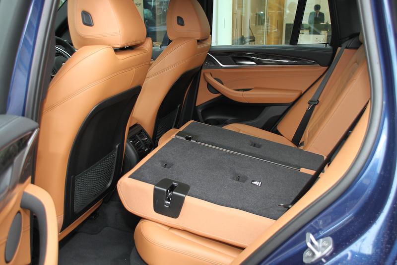 ラゲッジスペース容量は550L。後席を折りたたむことで最大1600Lまで拡大できる